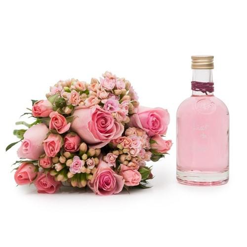 Buquê Pink com Flores Cor de Rosa P + Licor de Rosas 100ml