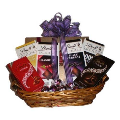 Cesta de Chocolate Premium com 06 Barras Lindt e 3 Caixas Mini Trufas Lindt - Cestas Catelândia